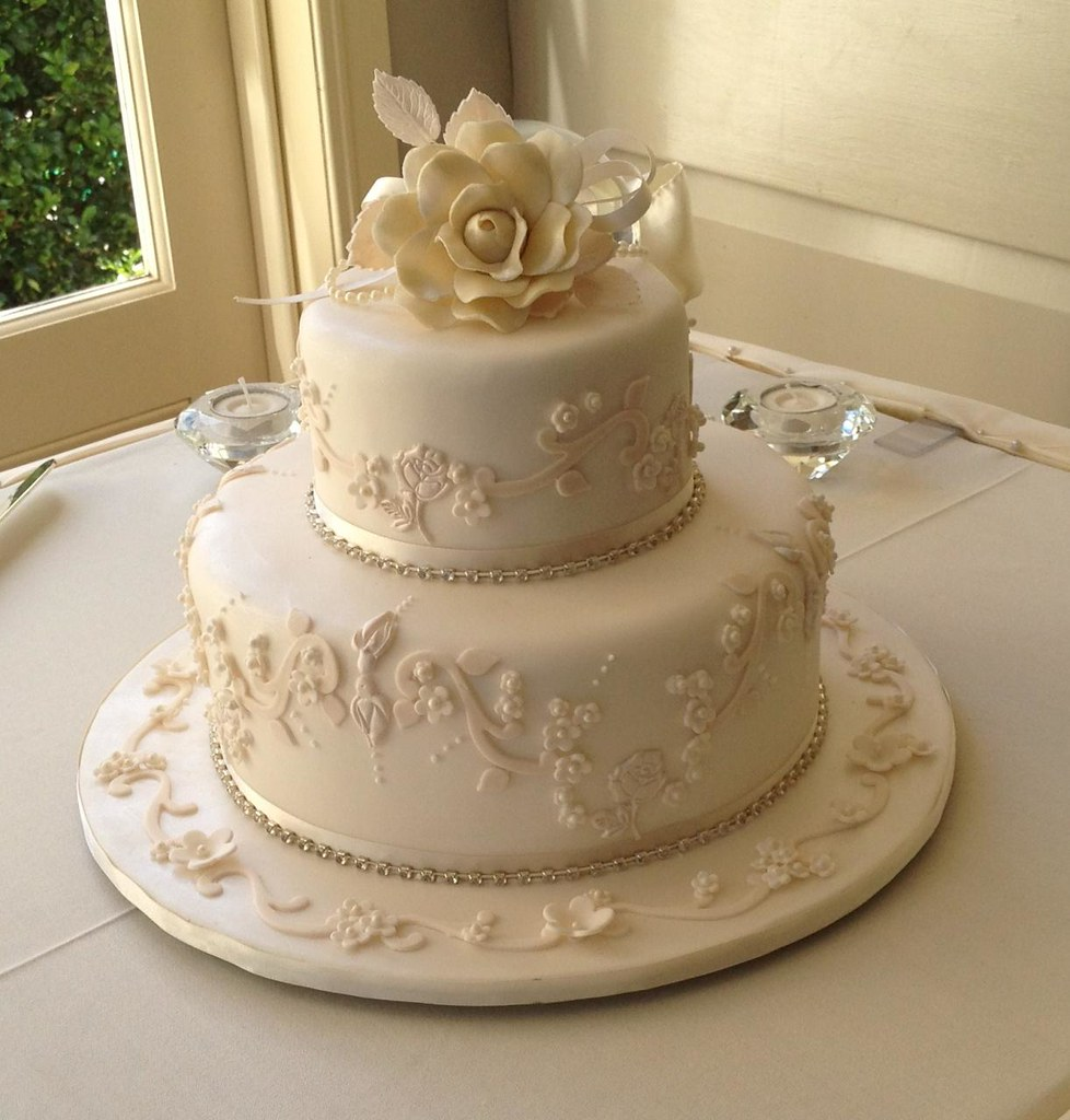 Elaborate one and two tier wedding cakes toowoomba for Wedding cake layer