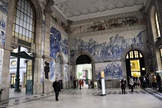 http://hojeconhecemos.blogspot.com.es/2013/01/do-estacao-de-s-bento-porto-portugal.html