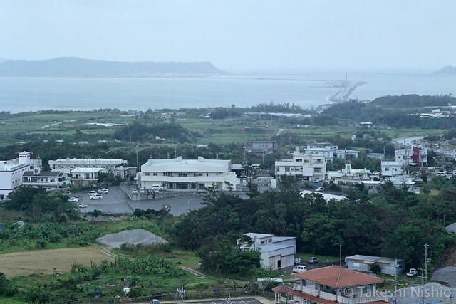 海中道路を望む / Viewing road to island