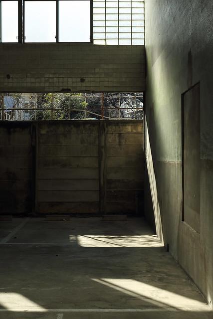 廃屋の駐車所