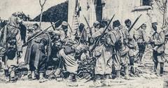 Anonyme 14 - Bataille de la Marne et de L'Ourcq: Neufmontier-les-Meaux (France) devant l'église , Tirrailleurs de la 45eme division Indigène sur le butin - 8 septembre 1914