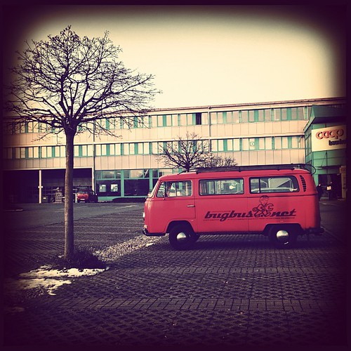 #aircult #aircooled #aircooled_world #bugbus #t2a #baywindow #feuerwehr #firebrigade #kombi #vwcombi #vwlove #vw #vwclassic #oldtimer #parking #winter  #switzerland  #kaiseraugst #shoppingcenter #bay #baywindow #rot #vwporn #bus #car #vintage #volksworld  by bUGbUs.nEt