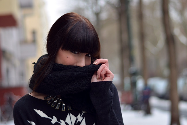 Blogger outfit: ohhandy green clutch AX Paris jumper 7