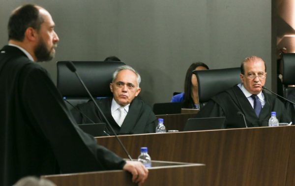 O ex-advogado-geral da União, Luís Inácio Adams, durante sessão do TCU que rejeitou as contas do governo Dilma, em outubro de 2015 (Foto: Lula Marques/Agência PT)