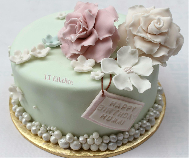 Cake by Tehreem Tahir of TT's Kitchen