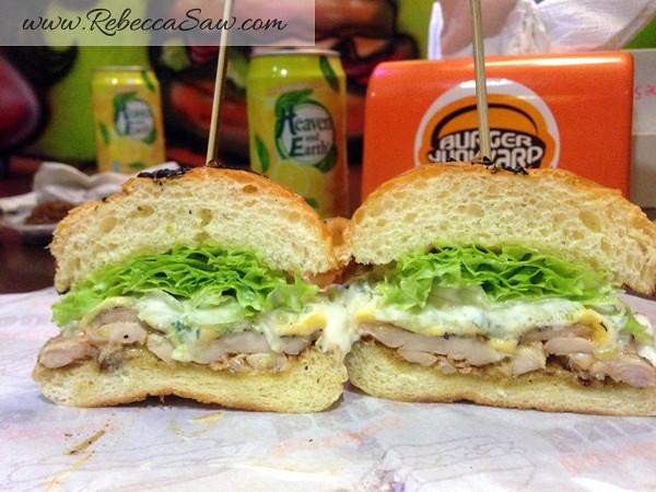 Burger Junkyard 2-014