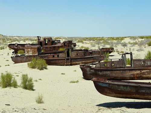 Barcos varados en la arena del Mar de Aral
