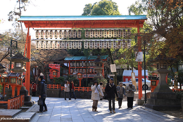 yasaka shrine small gate