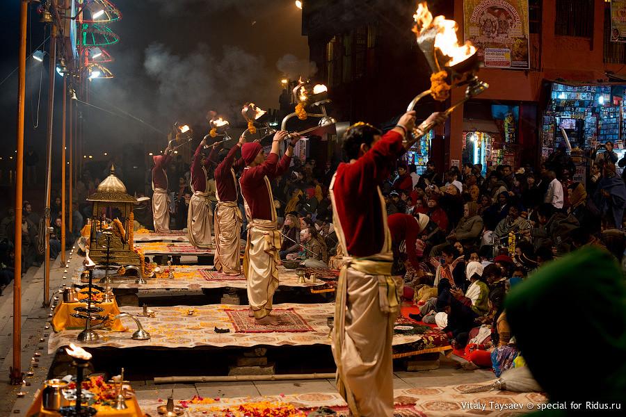 Night performance on Ganga