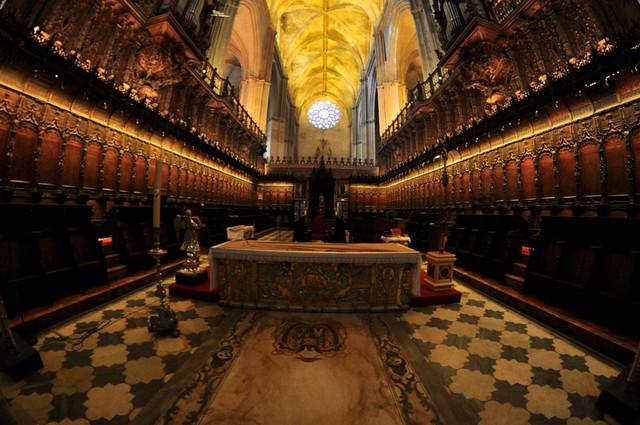 Interior de la catedral de Sevilla Catedral de Sevilla, sepulcro de la historia de américa - 8322049649 a3b2b13ace z - Catedral de Sevilla, sepulcro de la historia de américa