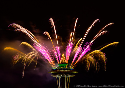 New Years 2013: Space Needle Fireworks in Seattle