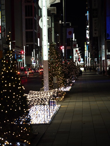 Ginza central passage 0:00 a.m. on January 1, 2013 by leicadaisuki
