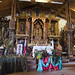Il magnifico altare  in legno di frassino e cedro costruito dagli indigeni locali