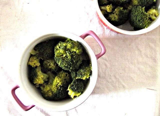 Gratin di Broccoli e Baccalà Mantecato con Concassée di Mandorle al Sumac