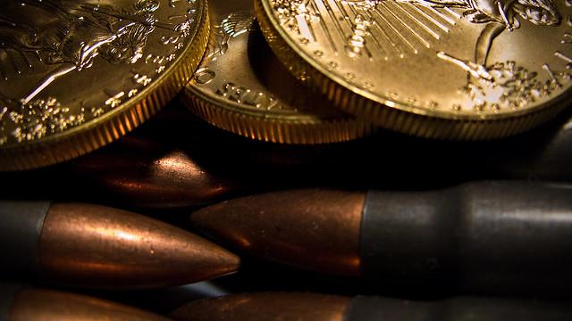 патроны и монеты