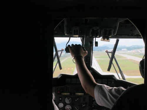 Landing from Twin Otter by wanhashim