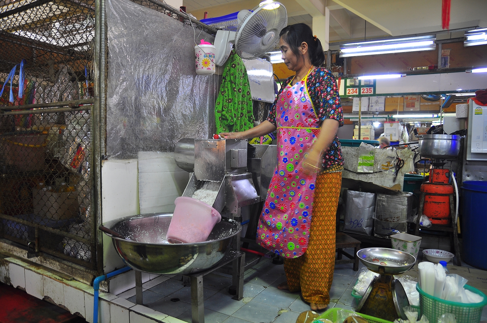 Making Coconut Milk at Hua Hin's Chatchai Market