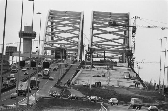 Van Brienenoord brug plaatsing 2e brug, 1989