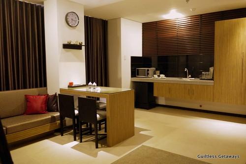 isuites-taka-room-litchen-dining.jpg