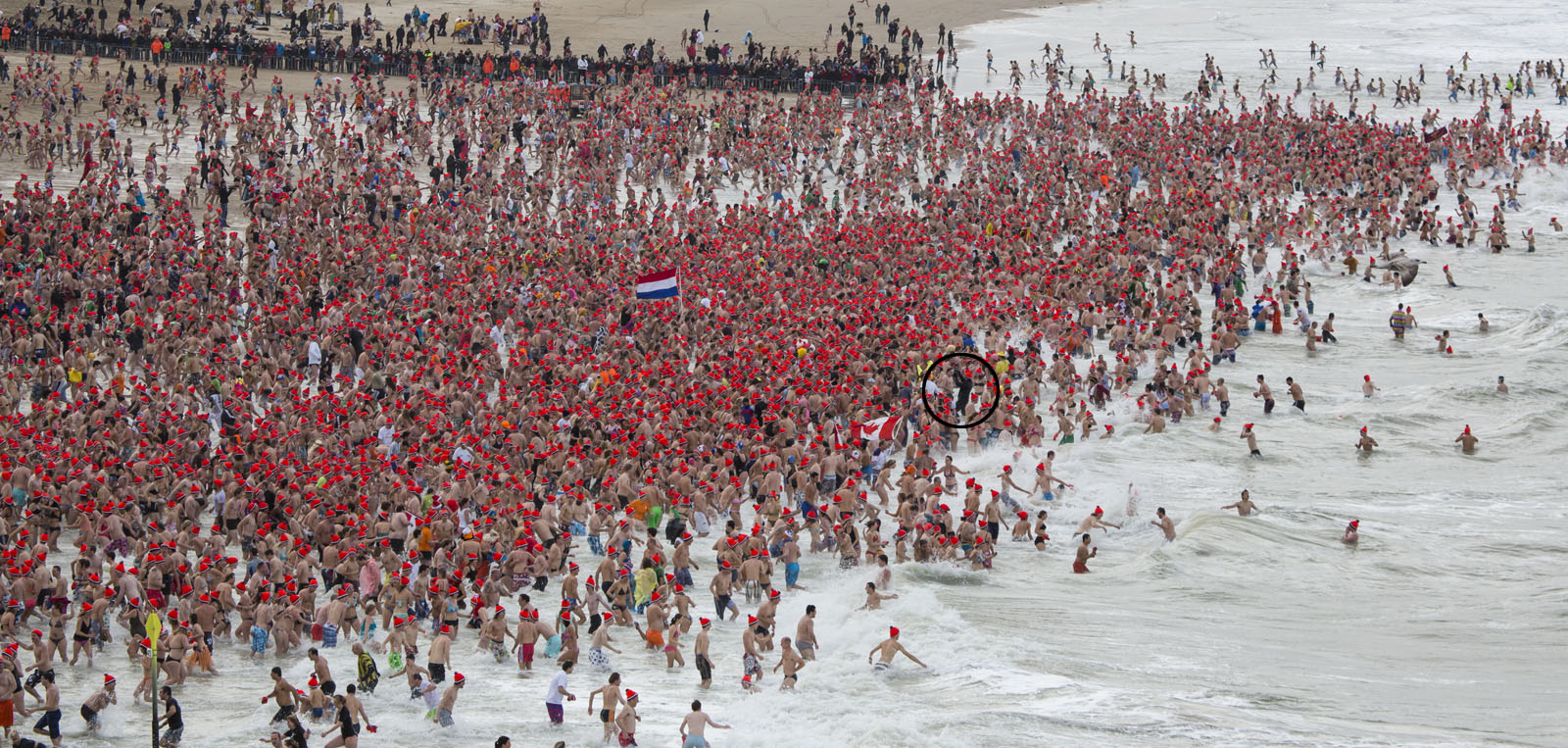 Unox Nieuwjaarsduik 2013 (New Years Dive) - That's me in the circle!