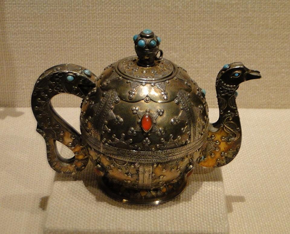 04 1j13_6256 teapot fire_gilded Kazakh Turkmen jewelryMetropolitan Museum ofArt