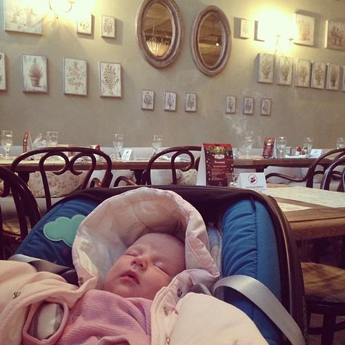 Первый Настёнин ресторан: плюшка в Плюшкине
