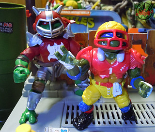 """MUTANT EXTREME SEWER SPORTS"" TEENAGE MUTANT NINJA TURTLES :: M.E.S.S. RAPH xii / with T.D. TOSSIN' LEO '91 (( 2006 ))"