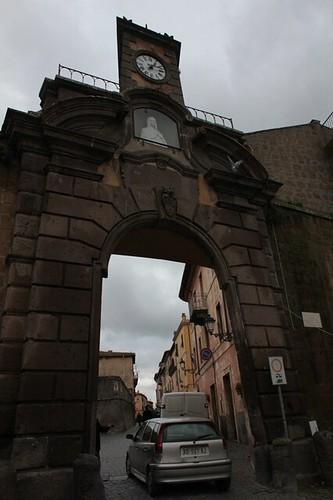 Tuscania: porta delle mura