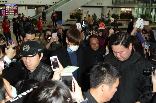 TOP Arrival HK 2015-03-13 by 魔方全媒 Weibo 03