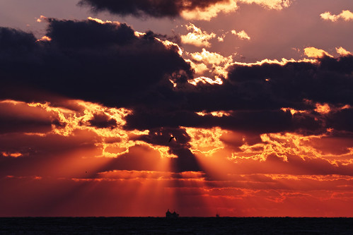 [フリー画像素材] 自然風景, 空, 雲, 朝焼け・夕焼け, 水平線, 薄明光線, 橙色・オレンジ ID:201212132000