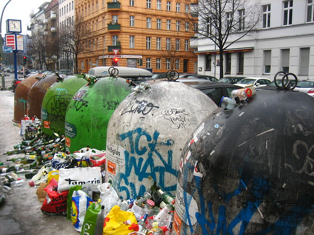 Glass Junk Overflow - Glassabfall Überfluss Berlin