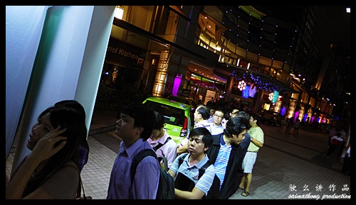 The long queue at Maxis iPhone 5 Launch in Malaysia @ Pikom ICT Mall CapSquare