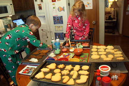 N-and-A-decorating-cookies