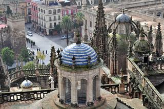 Exterior de la catedral desde la Giralda Catedral de Sevilla, sepulcro de la historia de américa - 8322035213 27e219c08f n - Catedral de Sevilla, sepulcro de la historia de américa