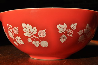 JAJ Pyrex Red Gooseberry Mixing Bowl
