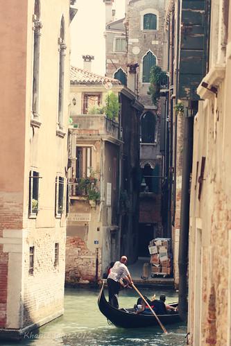 gondola venice street