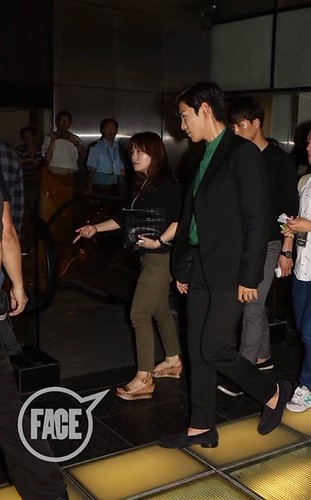 TOP-stagegreeting-premiere-HongKong-20140927_(27)