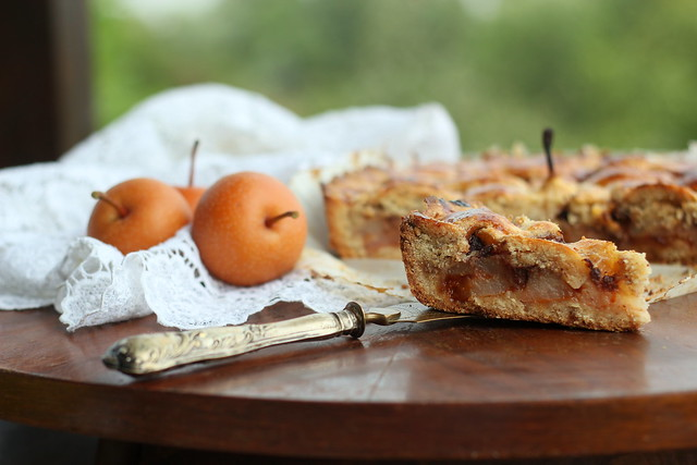 Pie with pears, chocolate and hazelnuts