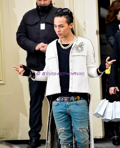 G-Dragon - Chanel Fashion Show - 27jan2015 - StarshootinP - 13