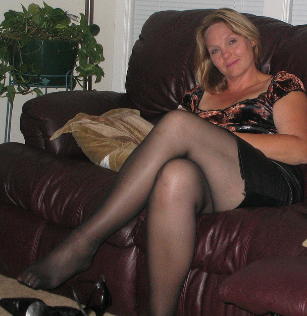 Women With Short Skirts And Thigh High Stocking Picturess 4
