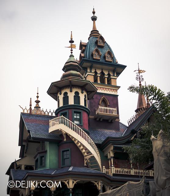Manor, left