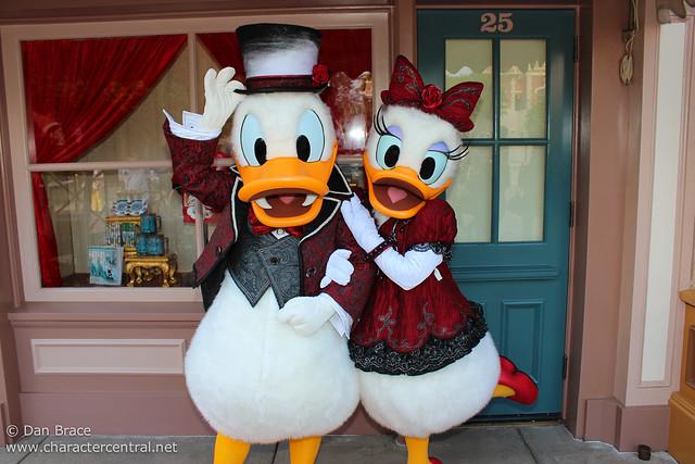 Meeting Halloween Donald and Daisy