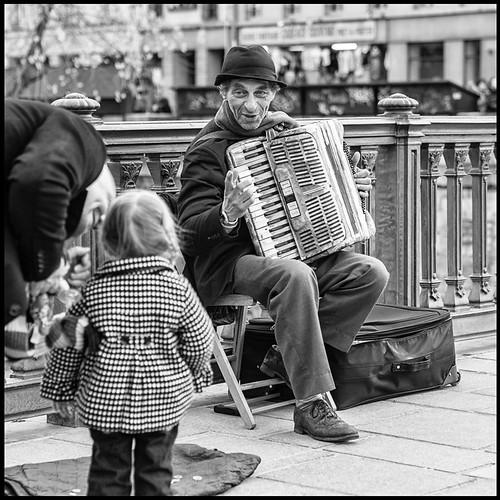 L'accordéoniste reconnaissant * Paris by sistereden2