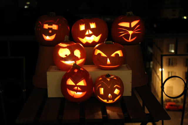 oct31-pumpkincarving