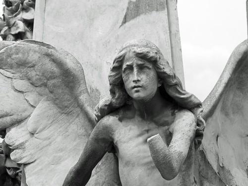 Fotografía de un ángel del Cementerio de la Recoleta (Buenos Aires)