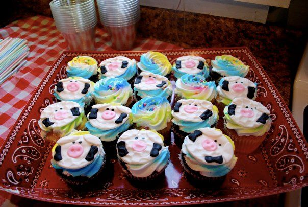 Holy cow a barnyard baby shower newlywoodwards - Kitchen cow theme ...