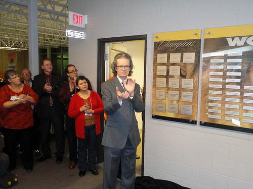 Dr Alan Shaver claps at unveiling of Wall of Donors