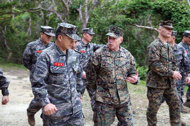 Rok marine leader visits