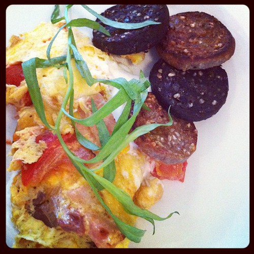 Ardsallagh, ham and tomato omelet with black and white @rosscarberyreci pudding. @fennsquay @caitl #brunch