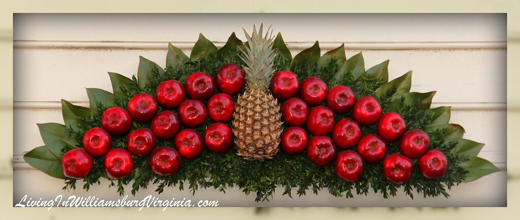 Pineapple-Apple decor